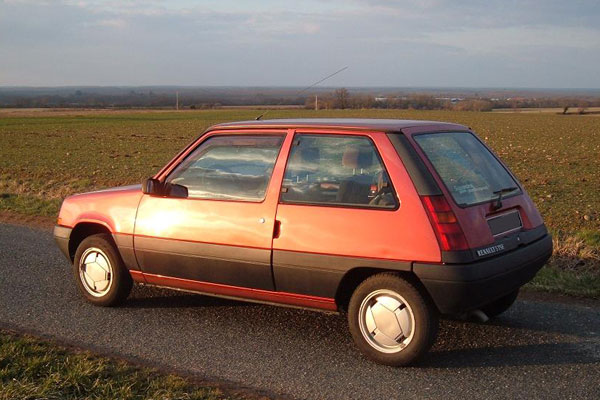 Renault grenade stock tom hartley jnr renault 5 turbo 1 for Garage renault blagnac